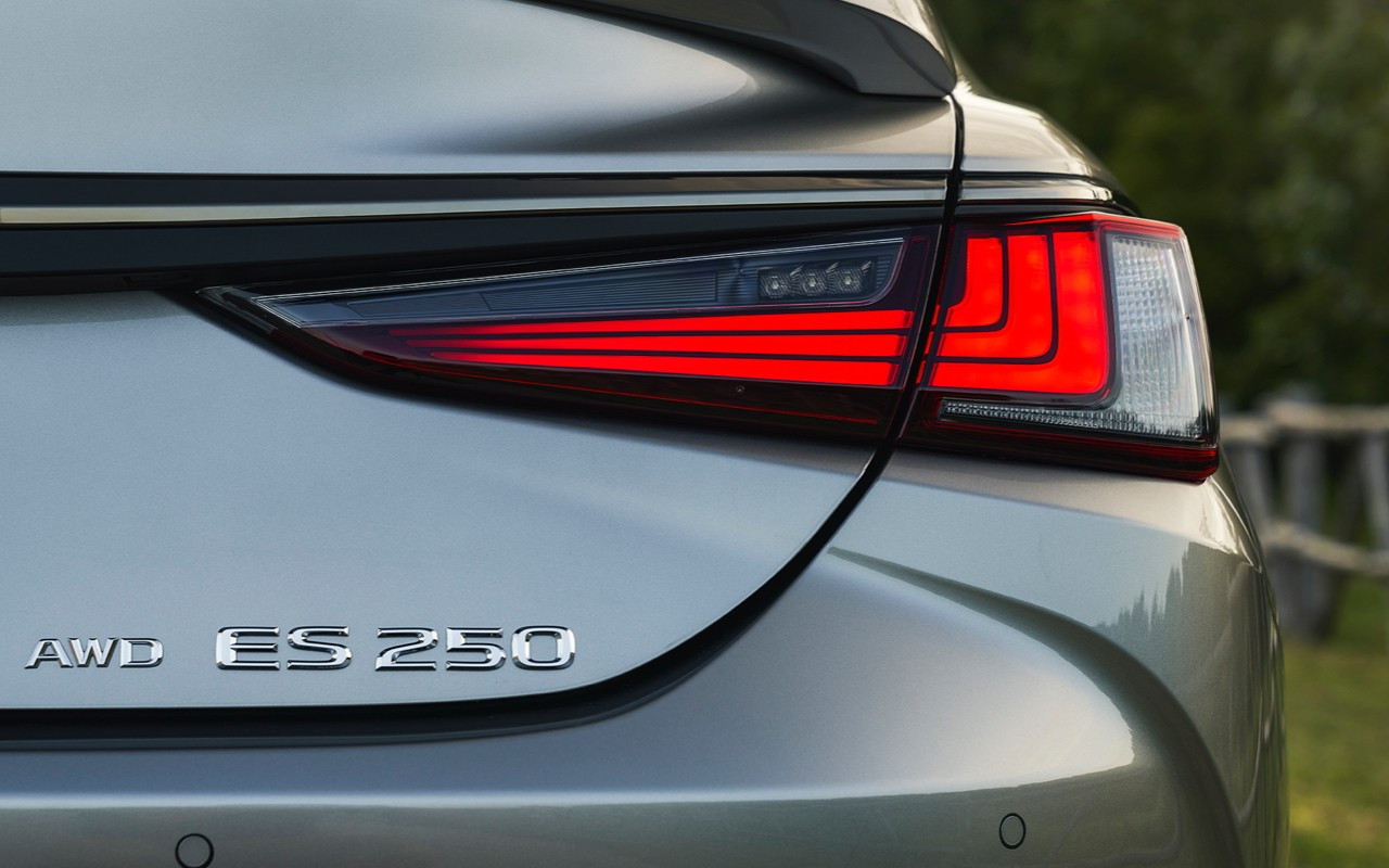 Close-up of 2021 Lexus ES 250 rear with badging and taillight